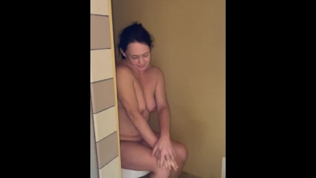 Amateur;Babe;Mature;MILF;Reality;Exclusive;Verified Amateurs;Vertical Video just-woke-up, walking-ass, naked-hiding, embarrassed-naked