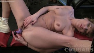 Mature muscle woman spreads her pussy wide for you