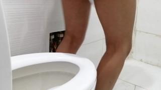 Venezuelan films herself while peeing.