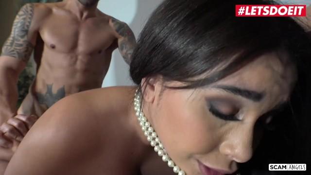 ScamAngels - Paige Owens And Aaliyah Hadid American Teens Crazy Hardcore Threesome - LETSDOEIT 5