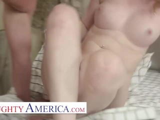 Naughty America – Samantha Reigns has a sweet pussy and Brad can smell it!!