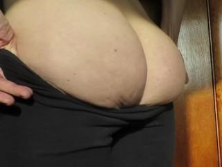 Cummybush drops her pants to show ass pawg...