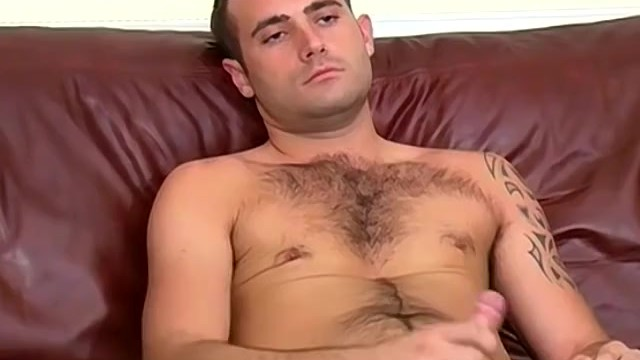 Inked stallion Toby jerks off his throbbing cock in hot solo