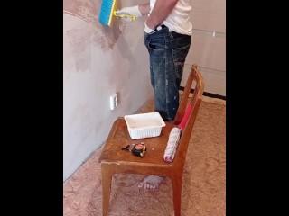 строитель дрочит член в перерыве
