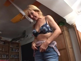 Mature blonde busty milf tricked in to gets...