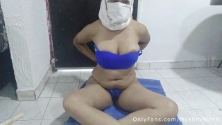 Real Arab Muslim Wife Mom زوجة عربية Masturbates Squirting Pussy And Slapping Ass On Webcam In Hijab