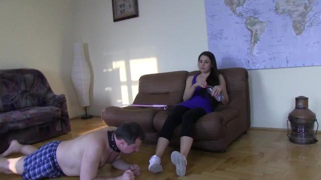 slave joschi have to lick salvia of floor 7