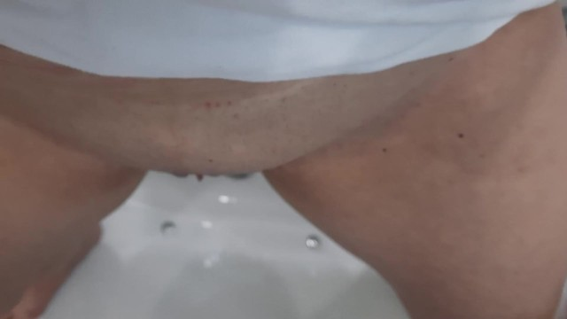 I pee in the bathtub and Hubby cleanup my pussy after 7