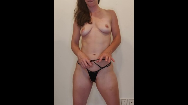 Strip Tease Et Masturbation