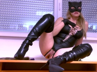 Catwoman shows her favorite anal toys and hot high heel boots ANAL HIGH HEEL LATEX GLOVES FETISH
