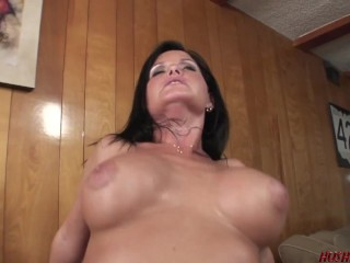 Horny MILF Maya stops by for an afternoon Quickie