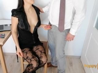 Secretary gives handjob to boss for payrise