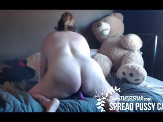 Spread pussy preview...