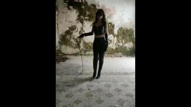 Mistress Susanna guerriero con la frusta 7