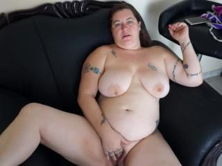 Tattooed blonde masturbation with dirty feet...