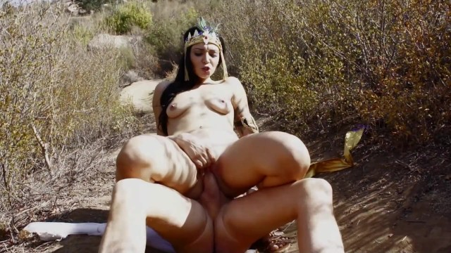 Hot Egyptian Wife Gets Fucked Under The Sun 7