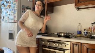 Stepmother has tasty not only borscht, but also her ass