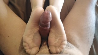 I DID FOOTJOB MY NEIGHBOR AND HE CUMSHOT ALL OVER MY NYLON TOES!