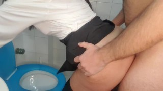 Pablo fuck Lisa in the toilet during a party