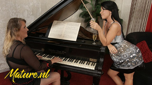 Gorgeous Seduced Her Busty Piano Teacher