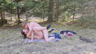 L'amour dans les champs pour feter le printemps, couple Naemyia