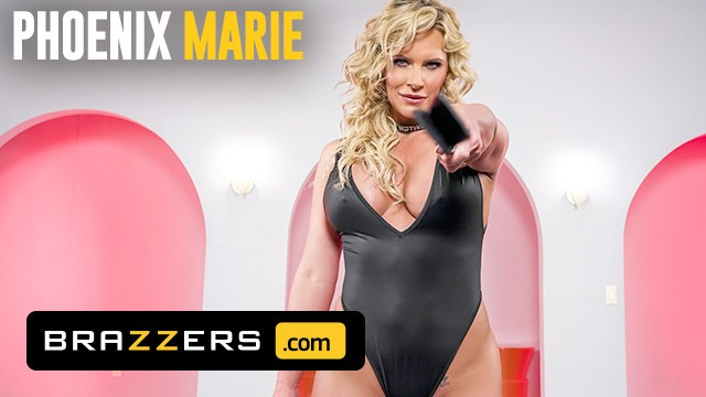Brazzers - Busty MILF Phoenix Marie Makes A Gamer Nerds Fantasy A Reality
