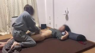 寝起きのイケメンM男に手コキフェラ騎乗位責めしたら寝バックで生中出しされました。japanese amateur wake up morning sex - えむゆみカップル