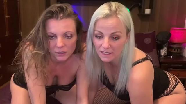 séance de domination d'une petite pute mâle en webcam en compagnie de ma chérie Caroline Tosca 6