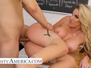 Naughty America – Professor Kayla Paige knows how to teach