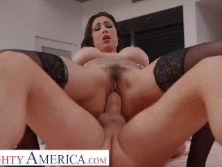 Naughty America – Lily Lane fucks a married stranger as thanks for his hospitality