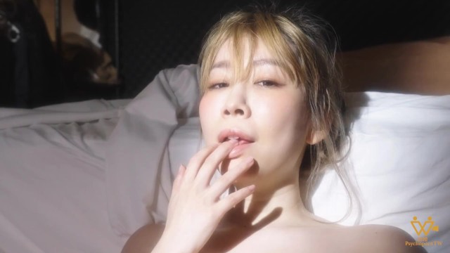 Asian girlfriend playing with her wet pussy during the Pandemic - PsychopornTW 色控 6K 43