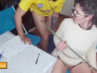 Maîtresse Loca dompte un élève très indiscipliné
