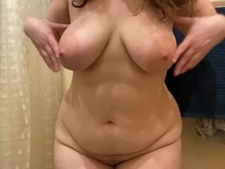 Красотка мастурбирует в ванной Irina Priroda