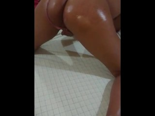 My first video masturbating with an oiled ass