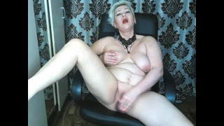 Hot MILF AimeeParadise spreads her legs wide and fucks herself hard with a dildo in both holes!