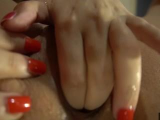 bella tettona italiana vuole il cazzo tra le tette mentre lo succhia chiede la sborra! Jenny Pink