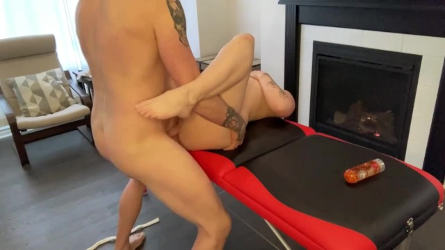 Unexpected Sex with In-Home Massage Therapist Ends with Cumshot