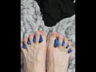 Spreads out feet fingers and massages his feet...
