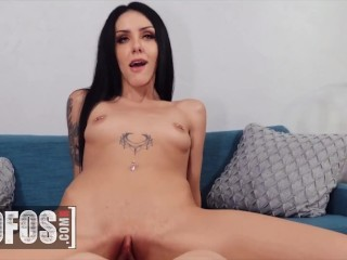 Mofos – Hot Babe Roxy Rain Shows Scott Nails What Her Mouth Can Do On His Big Dick