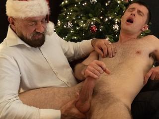Gaycest bear santa fingerfucks cute boy maxx for...