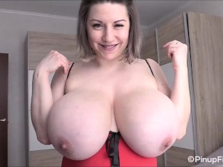 Samanta Lily is on webcam and she's flaunting her huge boobs