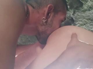 Cruising en la cueva con un desconocido...