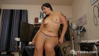 Yanks Miel Vibrating Her Hairy Snatch