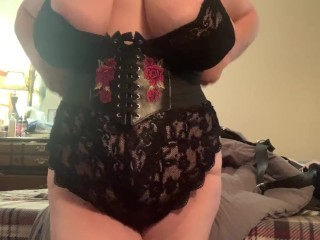 Big tits bbw in lingerie putting on her...