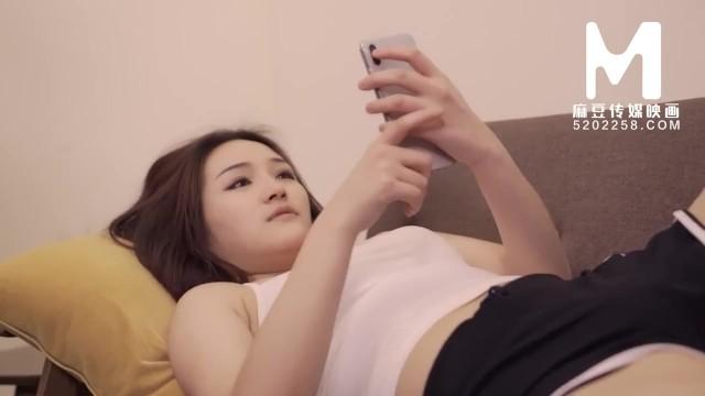 【国产】麻豆传媒作品/诱惑家庭女孩/免费观看 17