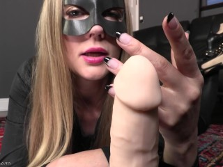 Catwomans claws long fingernails teaser...