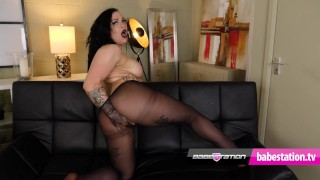Tatted up alt girl Kitty Ink has some fun in black nylons