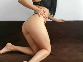 CandyLuxxx not Resisted alone at Home,Masturbates in the room with her favorite Dildo