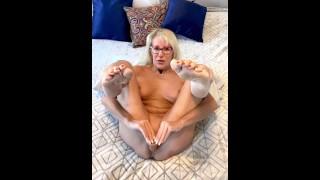 Pussy Dildo & Clit Rubbing until Orgasm