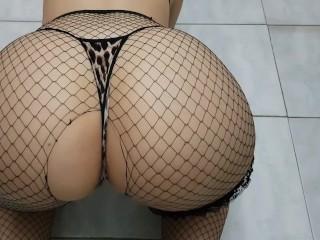 Hot ass showing off...